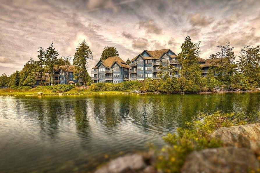 Water Edge Shorside Suites