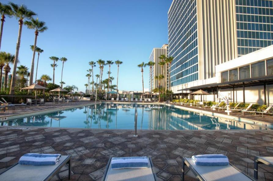 Doubletree Hotel Entrance to Universal Orlando